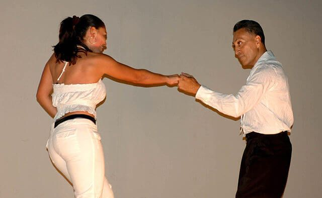 6-Man-and-Woman-dancing-salsa.jpg